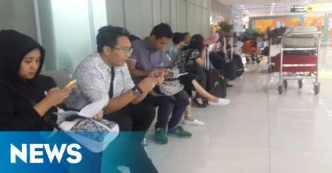 Pesawat Air Asia Batal Terbang, Ratusan Penumpang Terlantar
