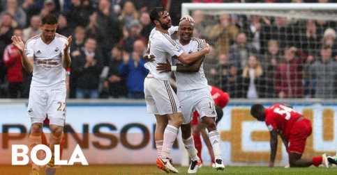 Swansea Sukses Hancurkan Liverpool
