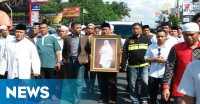 Jenazah Tutty Alawiyah Diarak ke Pemakaman