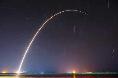 Falcon 9 Sukses Diluncurkan dan Mendarat Lagi di Bumi