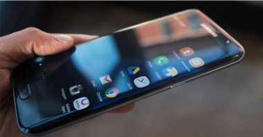 Huawei dan Xiaomi Dilaporkan Siap Rilis Perangkat Layar 'Edge'