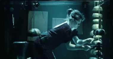 Orkestra Ini Bermain Musik di Dalam Air