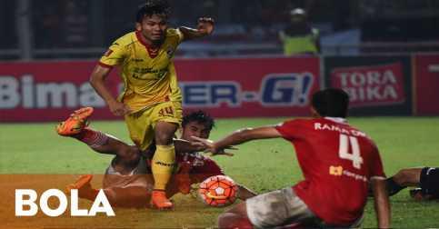 Laga Persija Jakarta vs Sriwijaya FC Dihentikan karena Penonton Masuk ke Lapangan