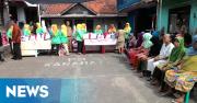 Jokowi Bagikan 1000 Sembako ke Warga Bogor