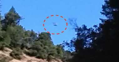 Warga California Rekam Penampakan Kapal UFO Berasap