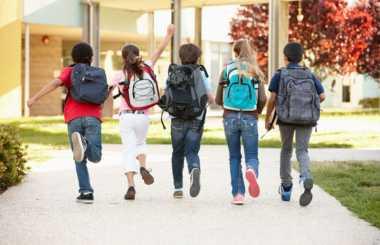\4 Strategi Hemat Memenuhi Kebutuhan Sekolah Anak\