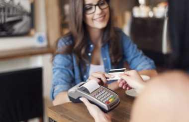 \Gak Percaya Kartu Kredit Bikin Hemat? Ini 4 Alasannya\