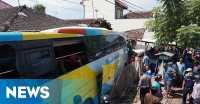 Bus Tabrak Rumah Warga, 12 Penumpang Terluka