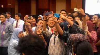 \Akhiri Jabatan Menkeu, Bambang Brodjonegoro Jadi Sasaran Selfie\