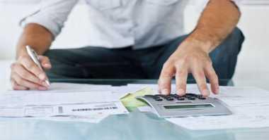 \Cara Atur Uang Khusus yang Hobi Belanja dan Travelling\