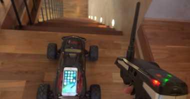 Mampukah iPhone 6s Bertahan saat Terjun dari Tangga?