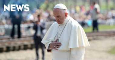 Paus Fransiskus Mengheningkan Cipta di Kamp Nazi Auschwitz