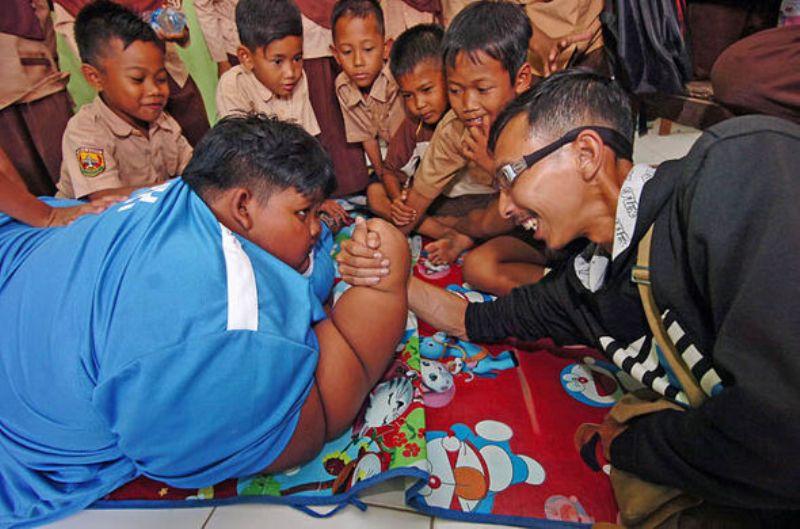 Media Asing Soroti Aktivitas Arya, Bocah Indonesia Tergemuk di Dunia