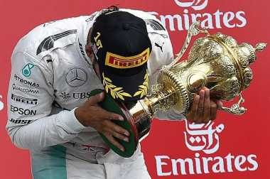 Lewis Hamilton Terancam Hukuman Penalti