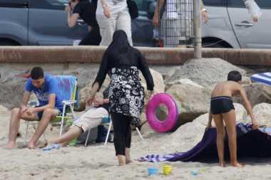 MA Prancis Tunda Larangan Pemakaian Burkini