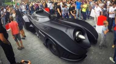 Susuri Jalan Moskow, Batmobile Curi Perhatian