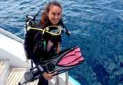 Gila! Nadine Chandrawinata Menyelam Tanpa Oksigen