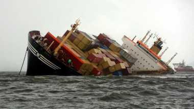 Kapal Pengangkut Bantuan Korban Perang Yaman Tenggelam
