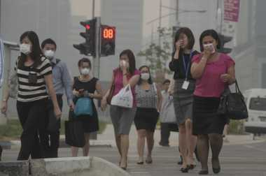Kabut Asap Selimuti Singapura, Penjualan Masker Meningkat