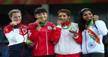 Alasan Atlet Sering Menggigit Medali Kemenangan