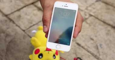 Dilindungi Pikachu, Mampukah iPhone SE Selamat dari Ketinggian 305 Meter?
