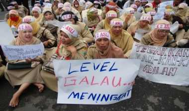 \   Sri Mulyani Tak Mau 'Sunat' Gaji dan Tunjangan Guru   \