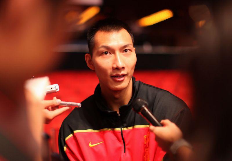 Los Angeles Lakers Resmi Pinang Yi Jianlian