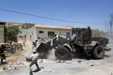 Buldoser Israel Serang Kamp Pengungsi di Gaza