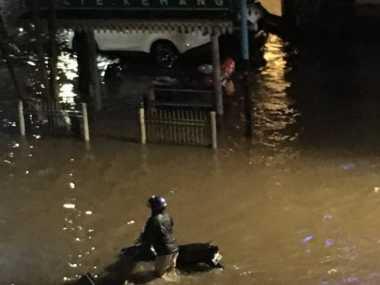 Banjir Kemang Raya, Jalan Tak Bisa Dilalui Semua Kendaraan