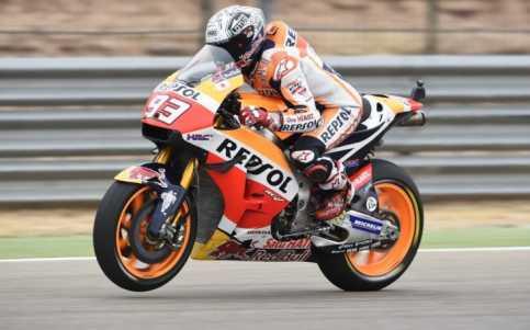 Marc Marquez Rajai MotoGP Aragon, Duo Movistar Yamaha Mengekor