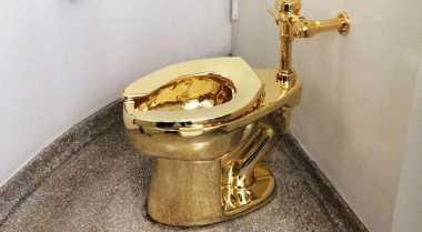 \HOT PROPERTY: Unik, Toilet Ini Terbuat dari Emas 18 Karat\