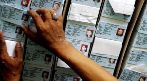 Bikin E-KTP, Ratusan Warga Ponorogo Harus Antre Dua Hari