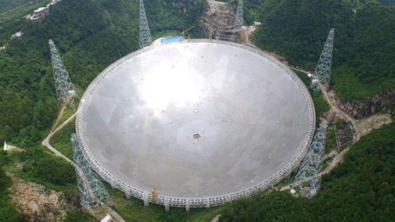 """China Uji Coba Teleskop Terbesar untuk """"Tangkap"""" Alien"""