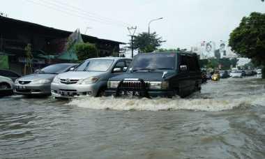 Tips Berkendara saat Banjir