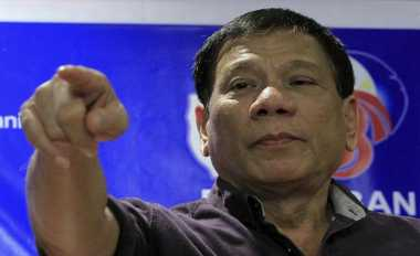 \S&P Ancam Turunkan Peringkat karena Drug War, Presiden Filipina Pidato Pedas   \