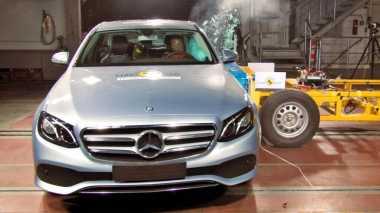 Hasil Uji Tabrak Mercedes Benz E-Class dan Peugeot 3008