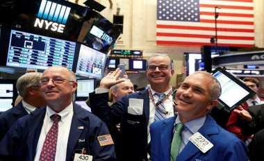 \Wall Street Tertekan Penurunan Tajam Saham-Saham Perbankan\