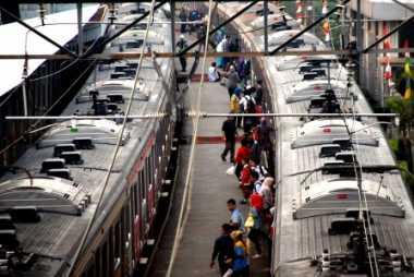 \Hari Ini, Tarif KRL Commuter Line Naik Rp1.000\