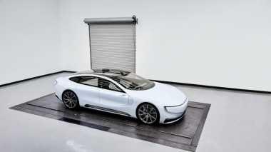 "Produsen Mobil China Perkenalkan ""Pembunuh"" Tesla"