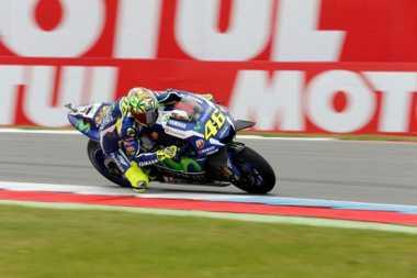 Valentino Rossi Tak Sabar Jajal Motor Anyar YZR-M1