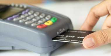 \4 Alasan Orang Memilih Kartu Kredit Syariah\