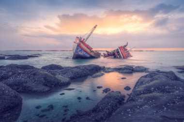 Perahu Pengungsi Diserang Otoritas Libya, Empat Orang Tewas