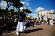 Protes Penutupan Masjid, Muslim Italia Salat di Depan Colosseum