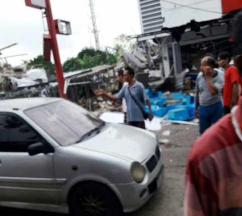 <i>Breaking News</i>: Ledakan Terjadi di Bekasi, Alfamidi dan PHD Hancur