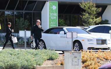 Pascakecelakaan, Kris Jenner Dapat Rolls-Royce Baru