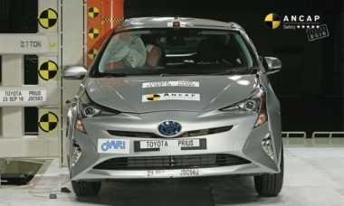 Toyota Land Cruiser 70 & Prius Raih Tingkat Keselamatan Tertinggi