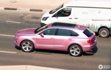 Mobil Gagah & Mewah Bentley Bentayga Bercat Pink Nongol di Dubai