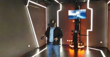 Mengintip Serunya Wahana VR di Mall China