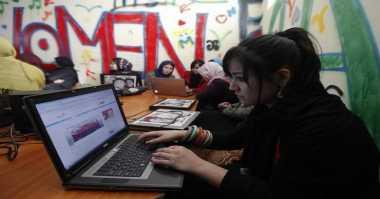 Waspadai Kecanduan Online Remaja Laki-Laki & Perempuan