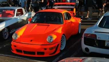 Menggoda, Porsche 911 Lawas Ditanam Mesin Chevrolet